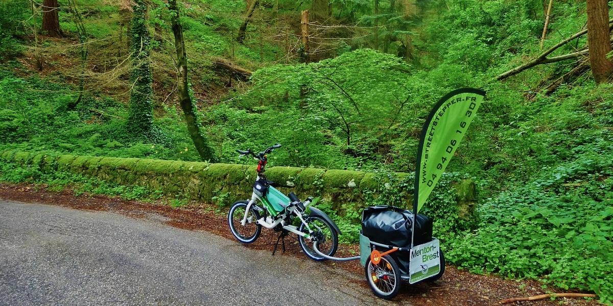 Dans les monts d'Ardèche periple en streetstepper menton brest